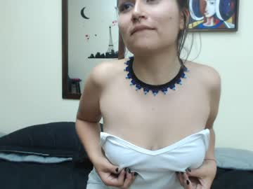 [23-04-19] lenna_sanz record video with toys