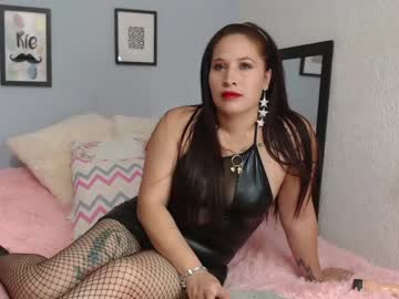 [17-04-21] nathy_latex record video with dildo