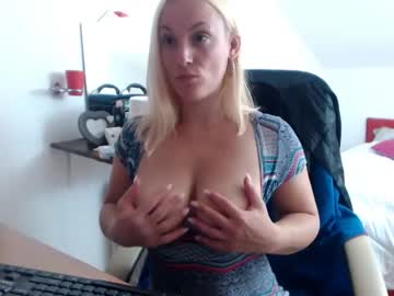 [17-10-19] just_me0 show with toys from Chaturbate.com
