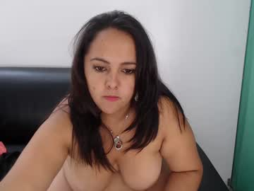 [10-04-19] monica_lovex record video with toys