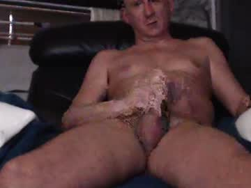 [03-12-20] stevenage_str8 record video with toys