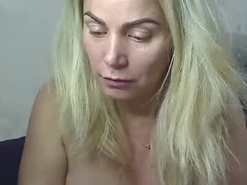 [20-09-20] 00yourmilf public show video from Chaturbate.com